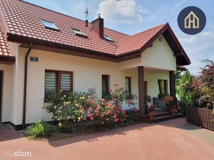 Zadbany dom dwurodzinny z niezależnym wejściem