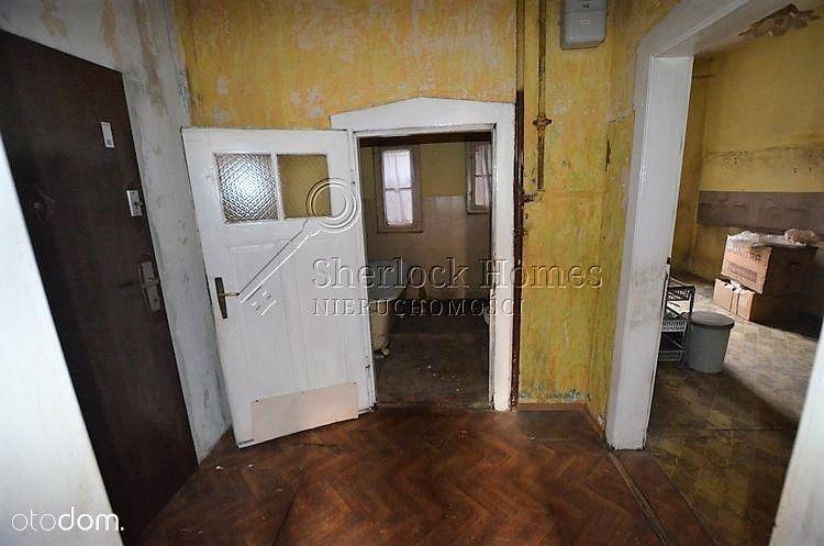 Przestronne i ustawne mieszkanie do remontu.