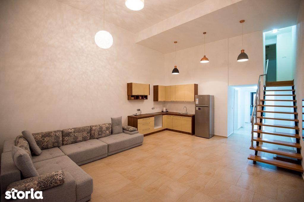 Vand apartament modern cu 5 camere, zona Centrala, B-dul Revolutiei