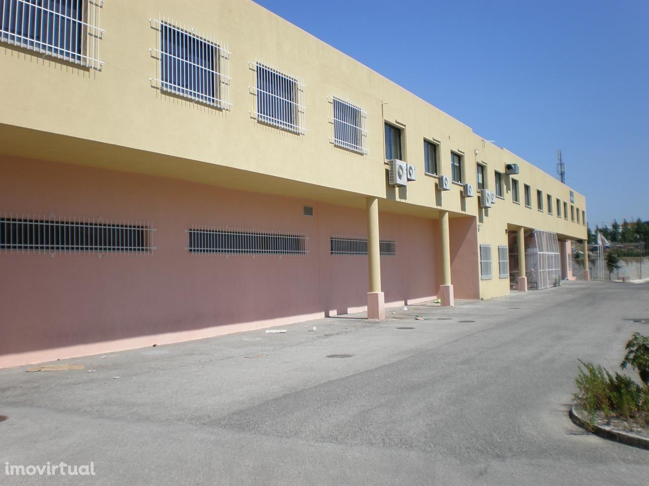 Armazém Venda S.D. Rana | 1.803 m2 | Com Escritórios