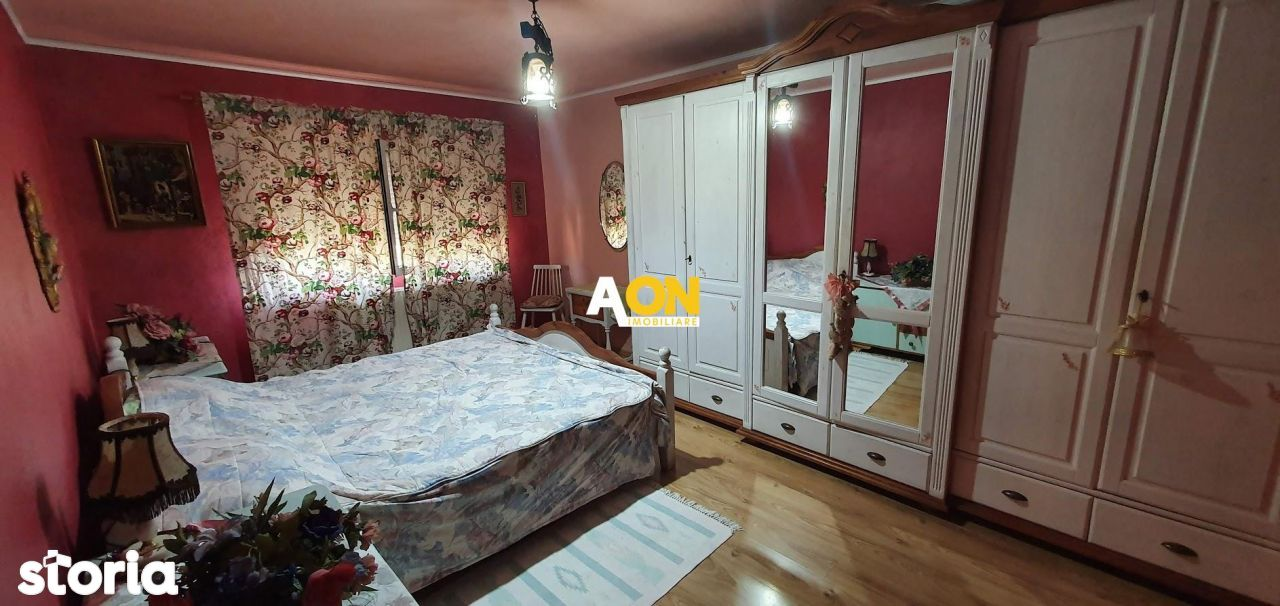 Apartament 3 camere, decomandat, Cetate Mercur