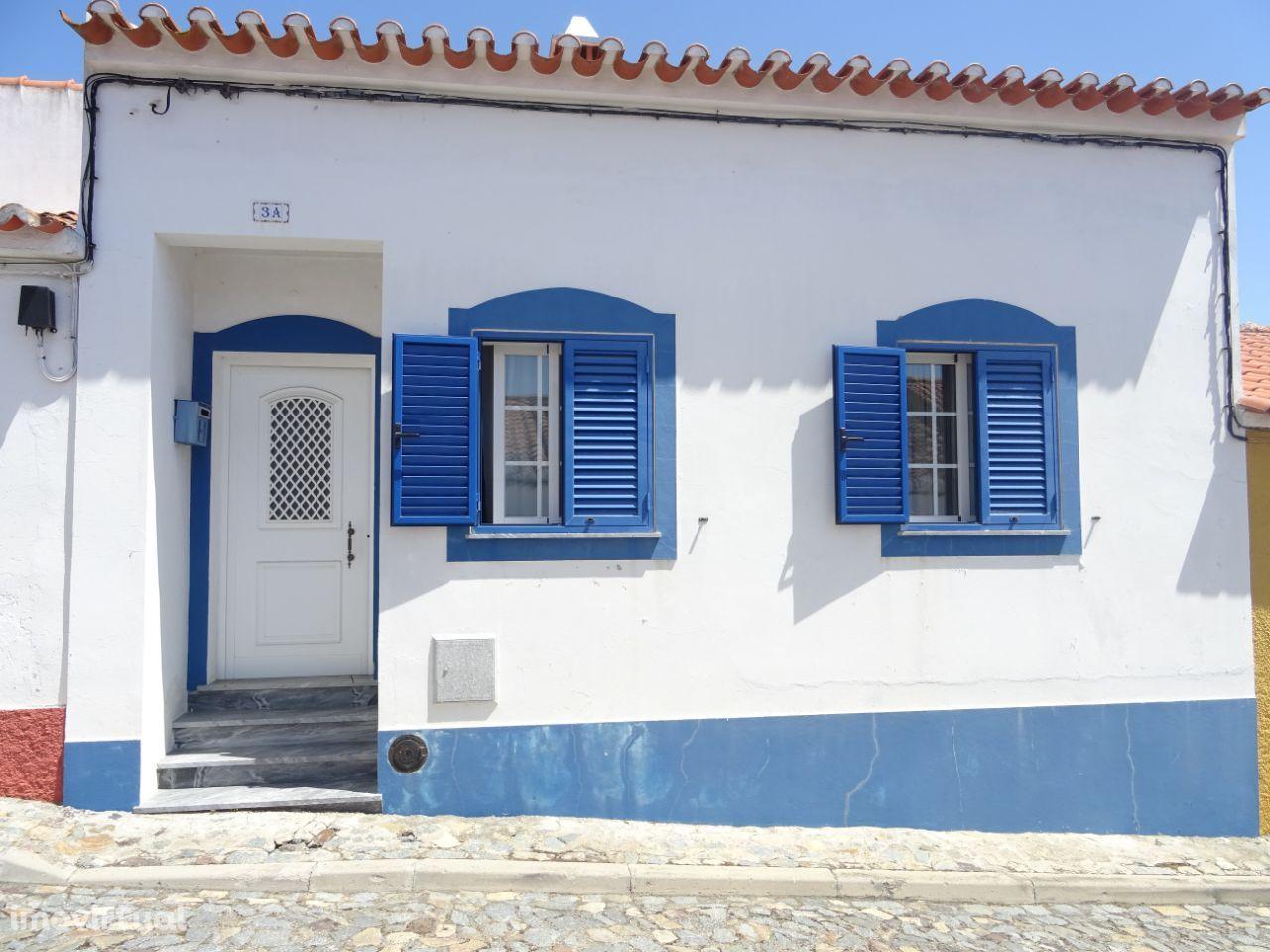 Moradia T3 com logradouro, terraço e garagem em Casével, Castro Verde
