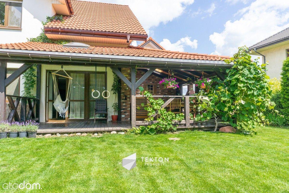 Dom z pięknym ogrodem idealny dla rodziny
