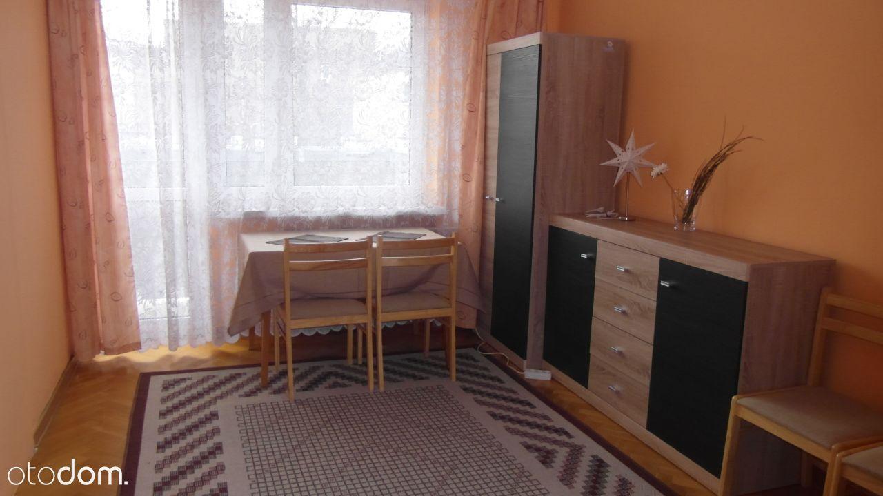 Mieszkanie 2-pokojowe przy Pl. Trzech Krzyży