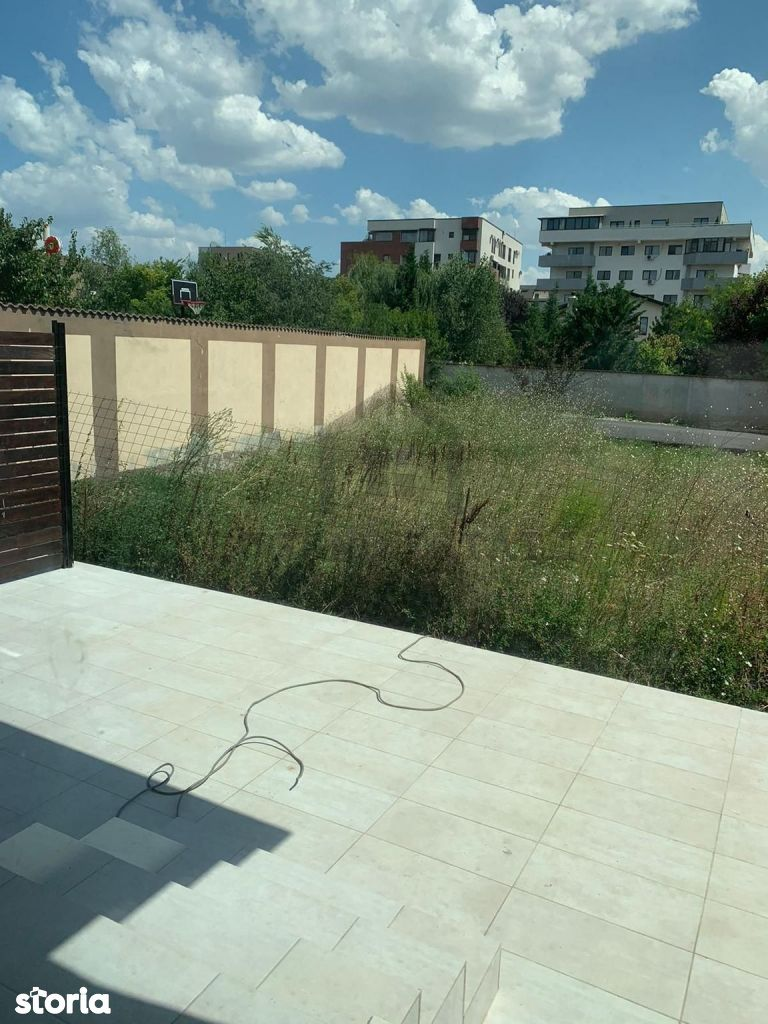 Apartament  3 camere + curte - Zona Sisesti