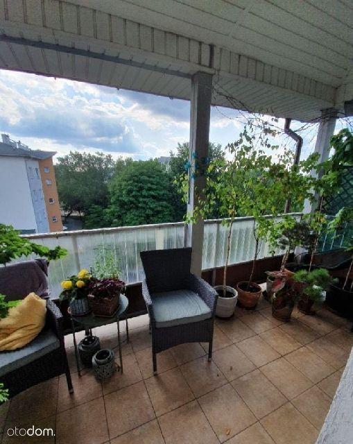 Ładne duże mieszkanie z bajecznym balkonem skąpany
