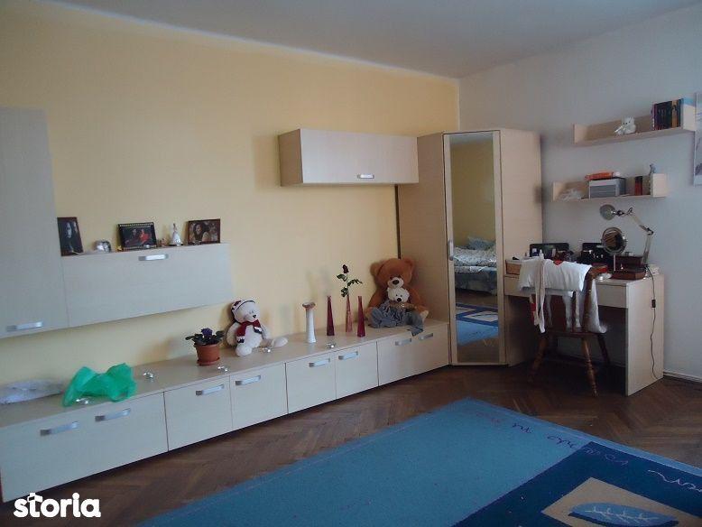 Apartament in casa cu 4 camere de vânzare în zona Andrei Muresanu
