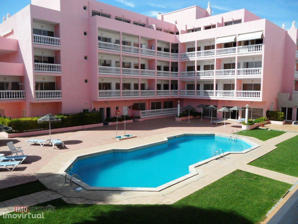 T3 c/AC em condomínio com piscina