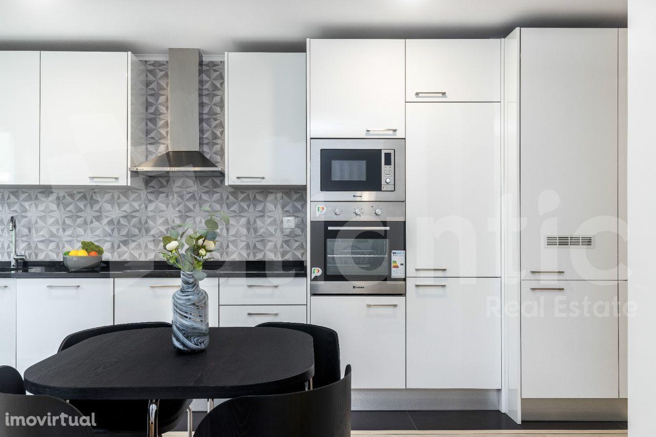 Apartamento T2 com suite remodelado, mobilado e equipado