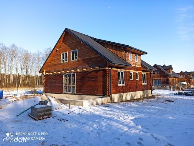 Dom z bala w lesie