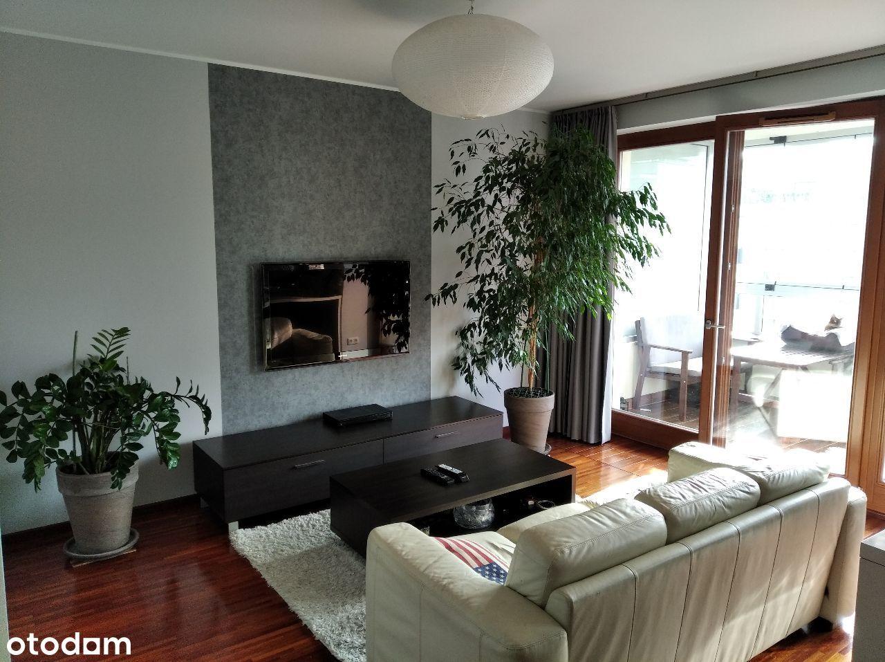 2 pokoje, duży balkon, klimatyzacja, garaż, metro