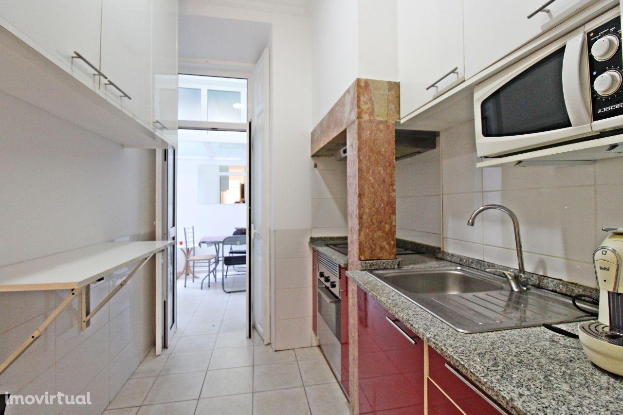 Apartamento T3 remodelado na Baixa de Benfica | igreja