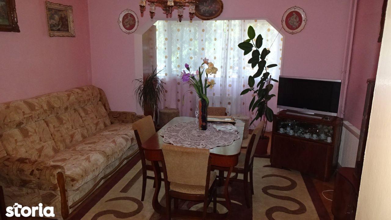 Vand apartament de 3 camere dec, in Deva, strada Carpati, parter