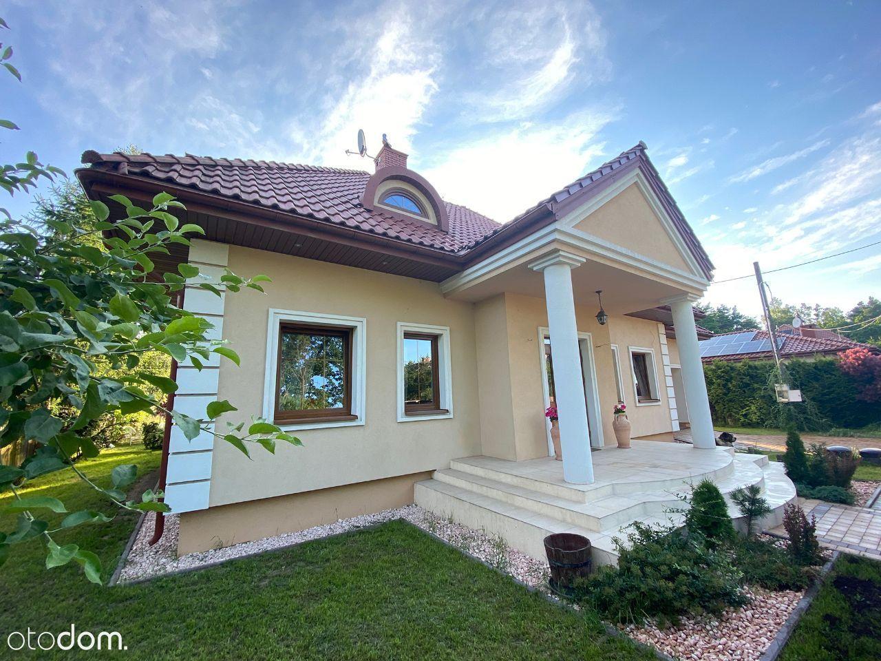 Dom wolnostojący w leśnej okolicy bezpośrednio