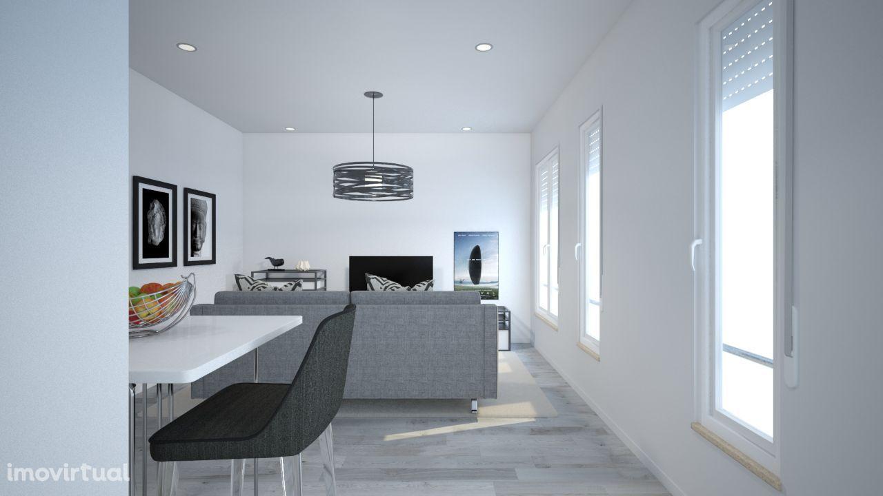 Apartamento T2 renovado com logradouro na Ajuda