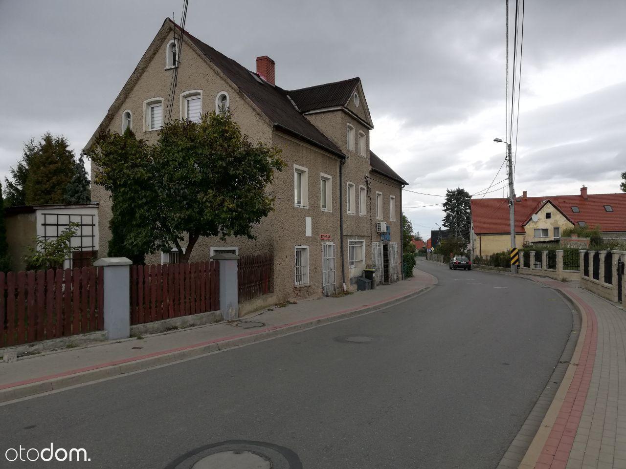 Dom w Pieszycach, 6 pokoi , 2 lokale użytkowe.