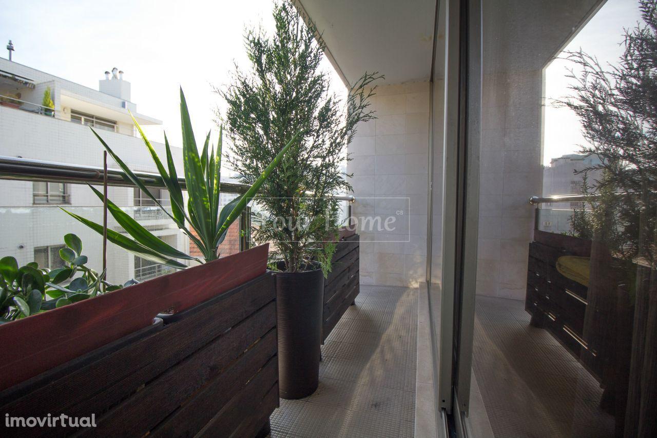 Apartamento T2 junto ao El Corte Inglés, estação do metro ,Avª da Rep