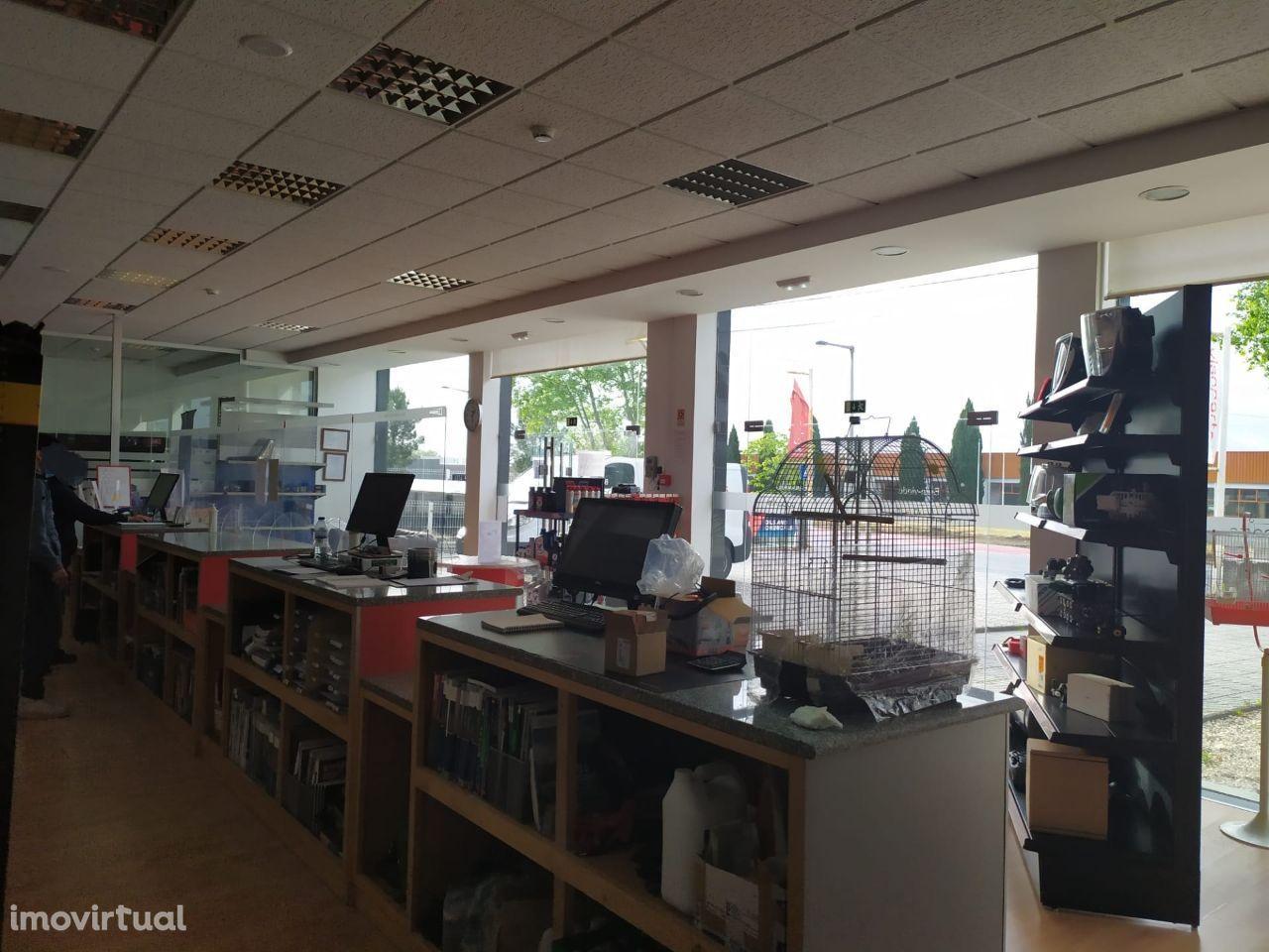 Lojas Comerciais - Zona Industrial Coimbrões - Viseu