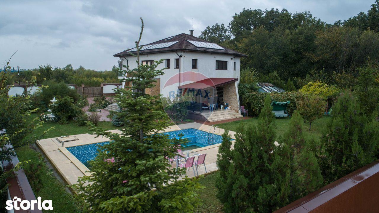 Vila cu piscina langa padure si lac