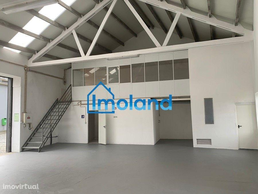Armazém renovado c/ 170 m2 à Via Norte / Leça do Balio (arrendado)