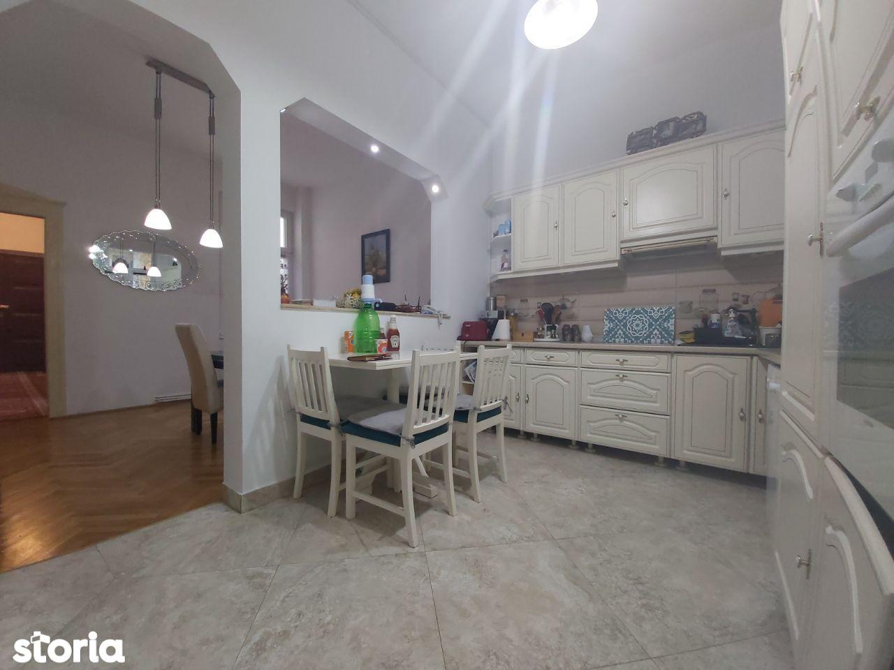 Apartament 4 camere circular, Bulevardul Revolutiei - Palatul Cenad