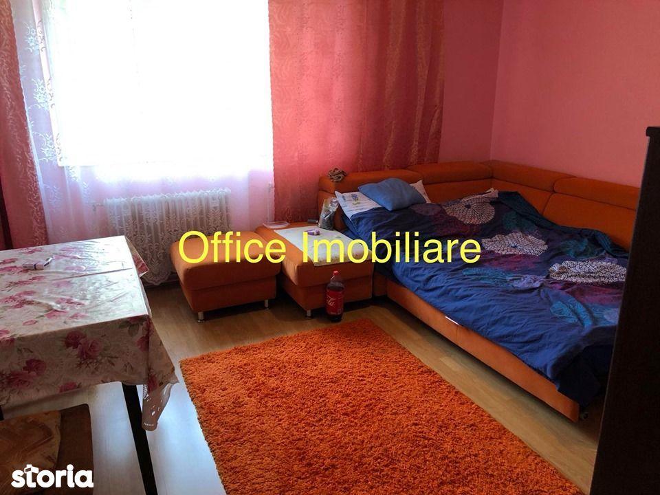 Decebal apartament 2 camere decomandat etaj 2