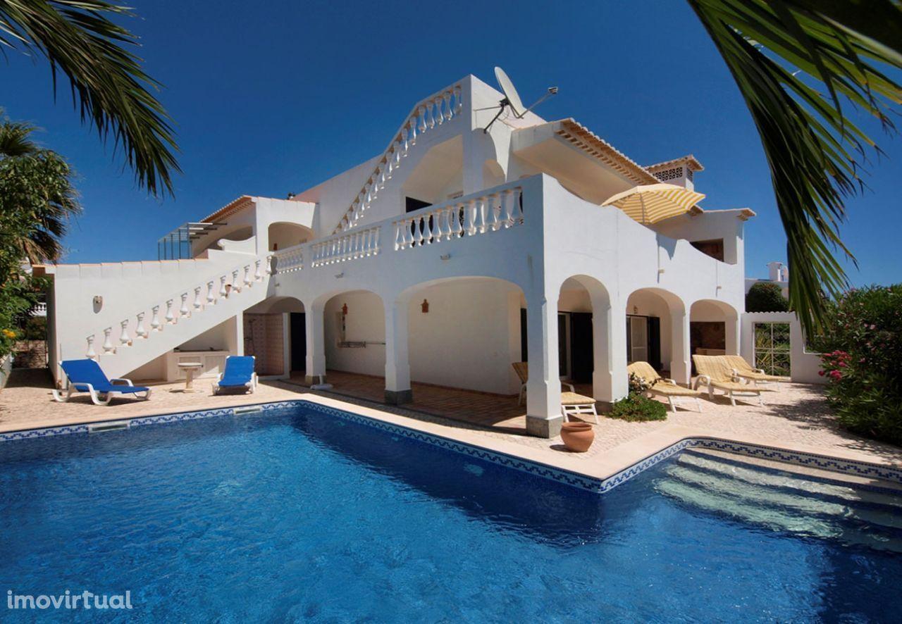 LGS47V3 Vivenda com terraço panorâmico, piscina. Linda vista.