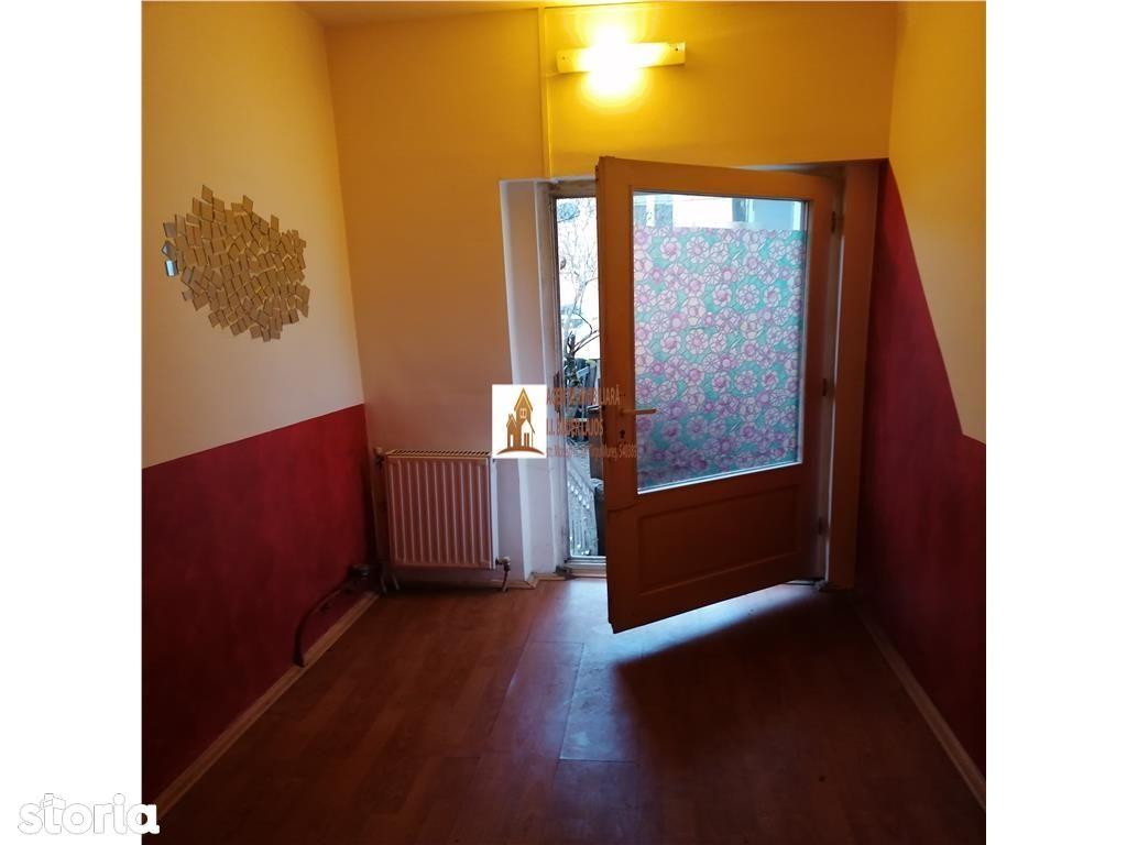 Casa cu 1 camera, 35 mp, curte com cu 1 vecin, central