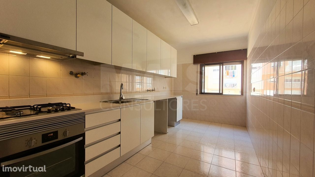 Apartamento T3 com Suite e Lareira, em Rio de Mouro, a 20 minutos do centro de Lisboa.