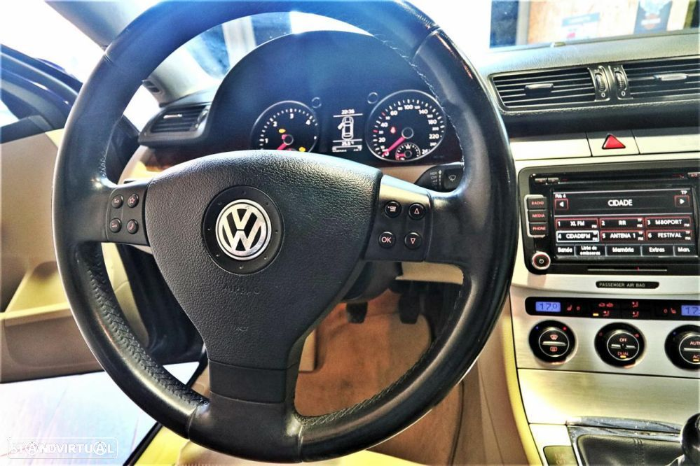 VW Passat 2.0 TDi Highline - 21