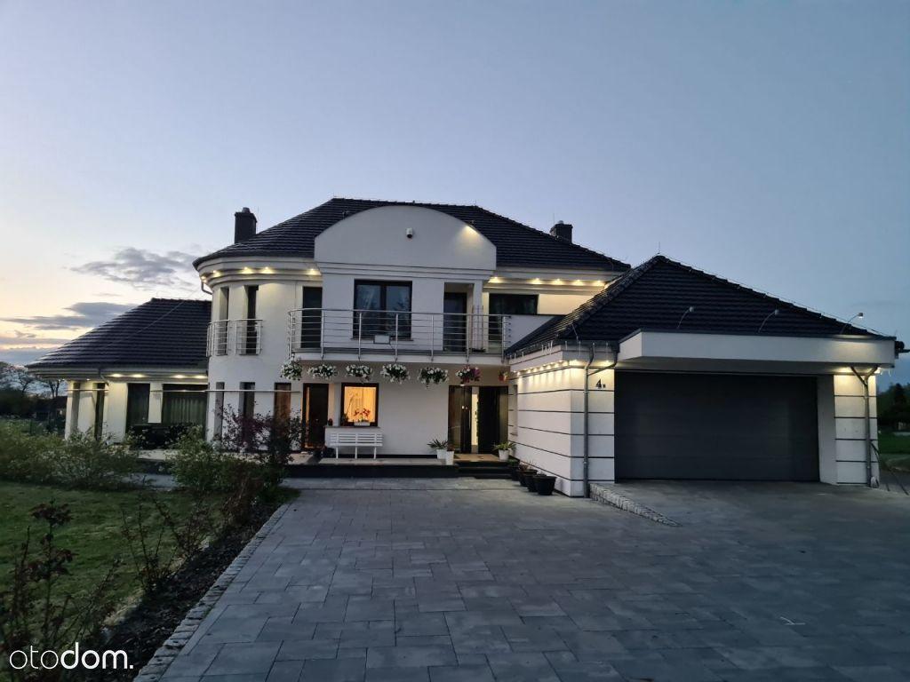 Piękny dom, budynek spa, kort tenisowy i stawy