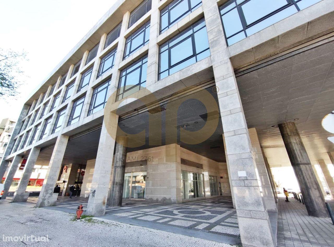 Loja de gaveto com 267m² no Edifício Torre das Antas
