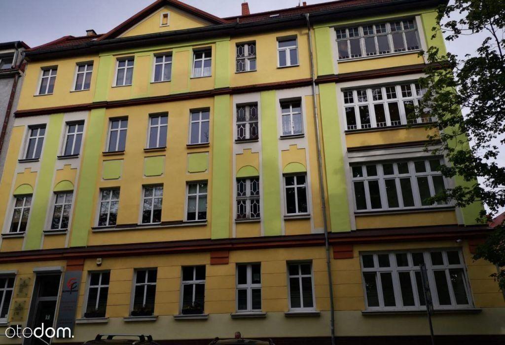 Przestronne mieszkanie w pięknej kamienicy w centr