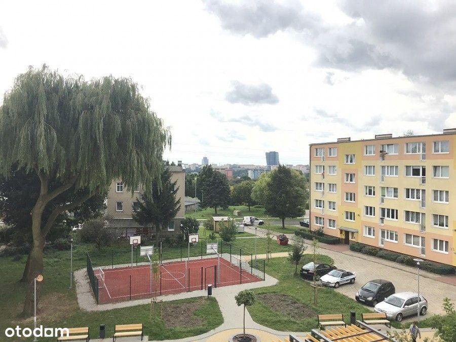 Komuny Paryskiej, dwa pokoje z balkonem