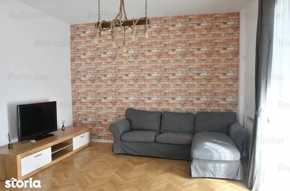 Vanzare apartament 2 camere renovate si utilate , zona Armeneasca - Em