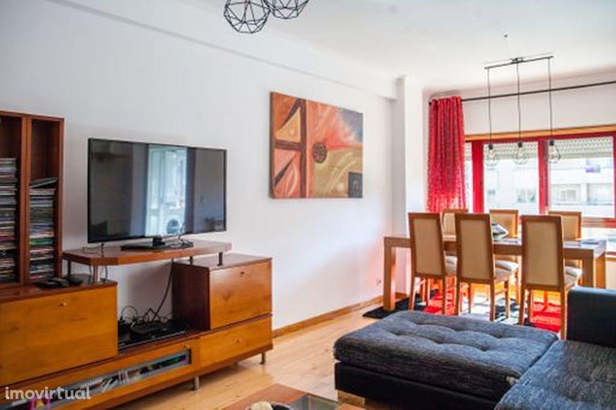 Apartamento T3 renovado na Madalena em VNG
