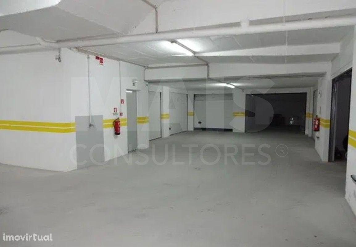 """Cartaxo,T4 com Garagem em Box com 343 m2, com terraço """"tipo Penthouse"""""""