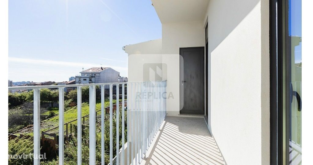 Apartamento T1+1 Novo, com lugar de estacionamento e varanda