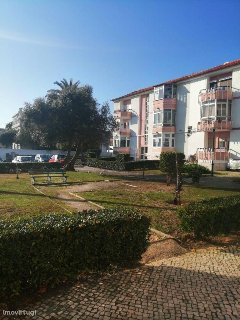 Apartamento em Carcavelos para arrendamento