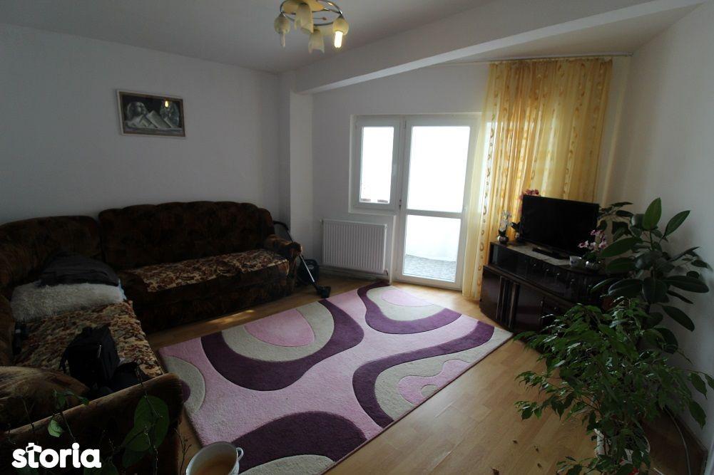 Vând apartament 4 camere în Deva, decomandat, str. Mihai Eminescu