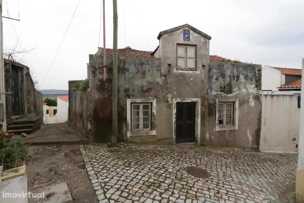 Moradia remodelar zona histórica São Martinho do Porto vista mar