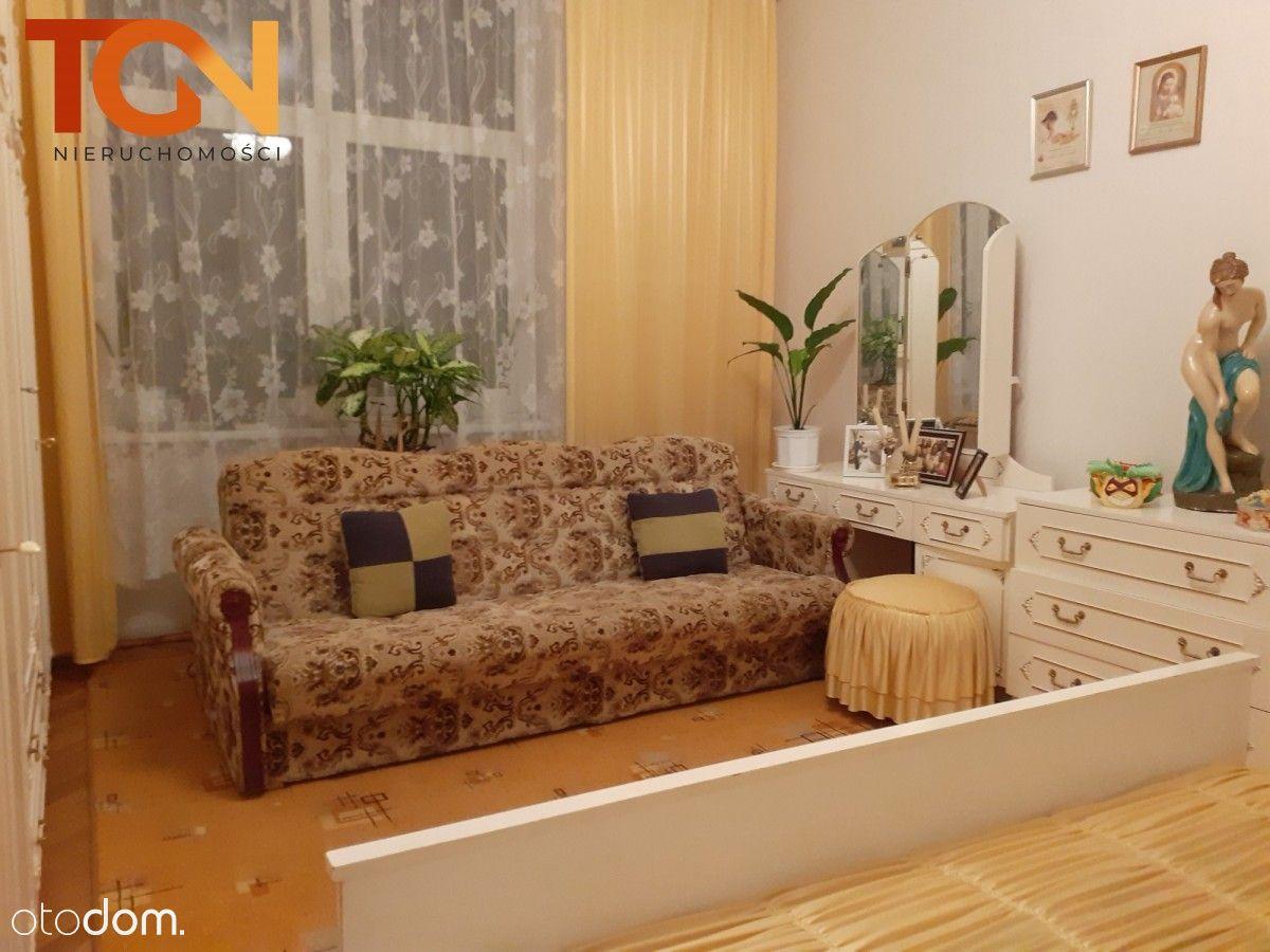 Zadbane mieszkanie w przedwojennej kamienicy
