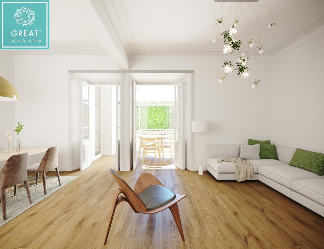Apartamento T3 Remodelado na Estrela Com Pátio de 27m2