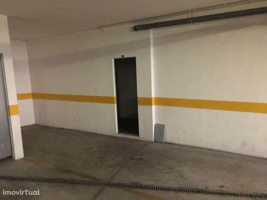 Garagem para arrendar, Venda do Pinheiro e Santo Estêvão das Galés, Lisboa - Foto 1
