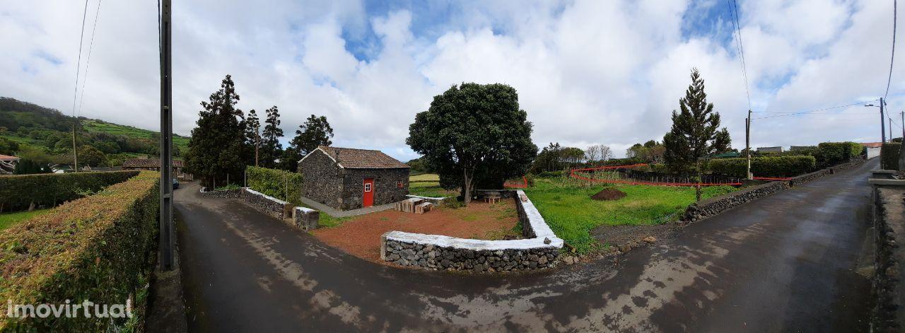 Terreno Urbano com Quinta, área 1503 m2, construção até 250 m2
