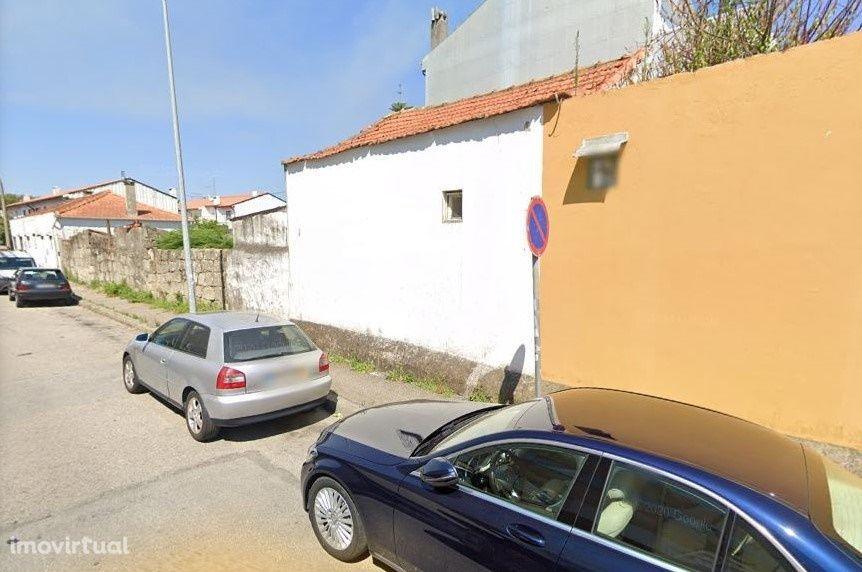 Vende-se terreno com 7 casas no Porto