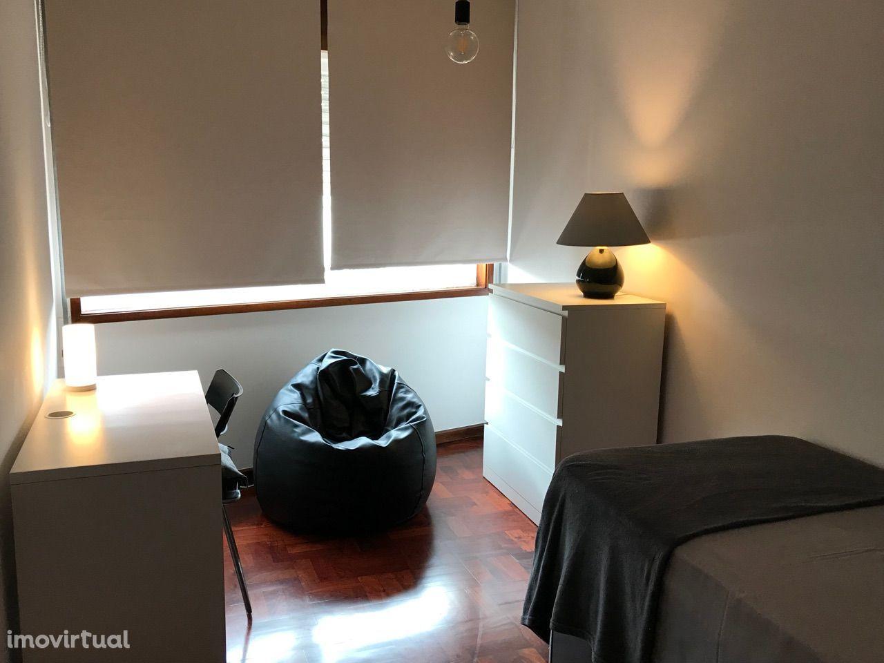 A universitários no Porto: aluga-se acolhedor quarto simples ( 1 pax )