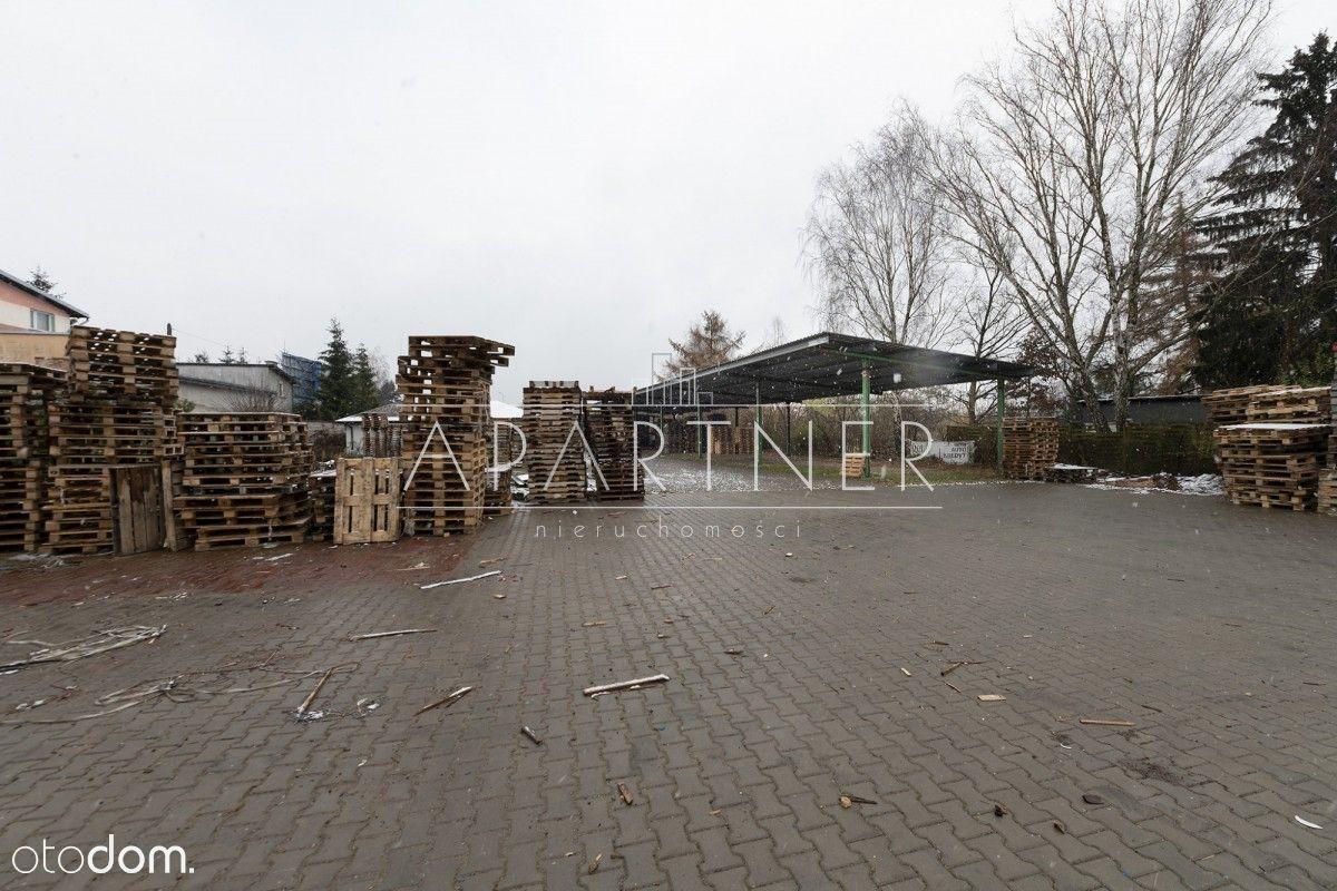 Obiekt z wiatą i budynkiem