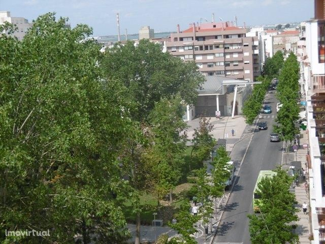 Apartamento T4  - Centro Barreiro - Vista Rio Lisboa