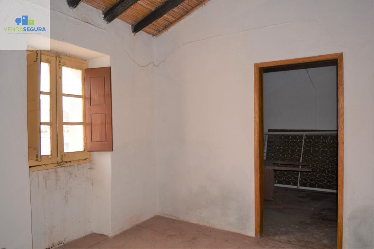 Casa térrea T3 | Investimento | Póvoa de São Miguel